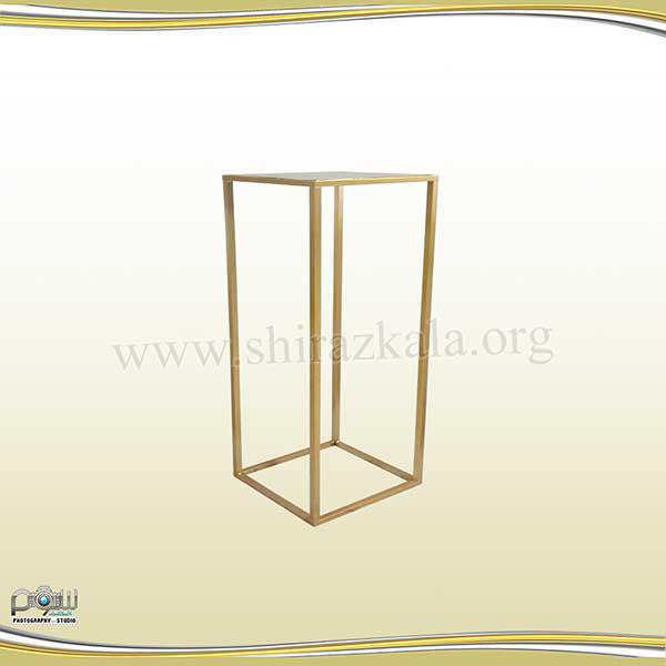 تصویر میز دکوری طلایی مکعبی کوچک