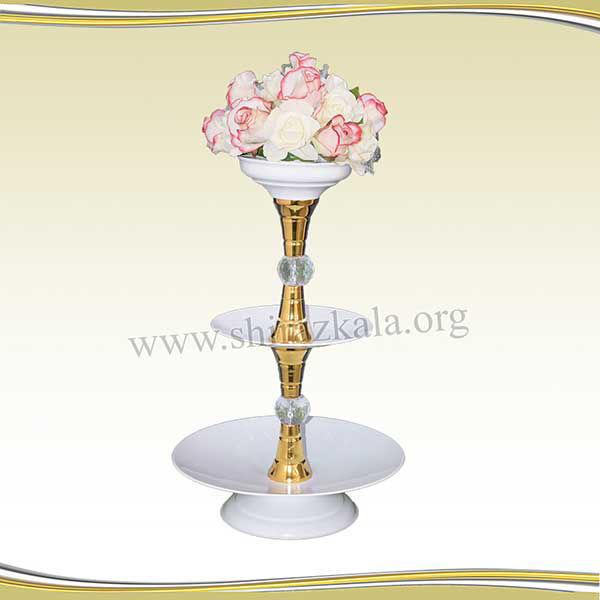 تصویر ظرف سه طبقه جهت چیدمان گل، شیرینی و میوه با گل رز