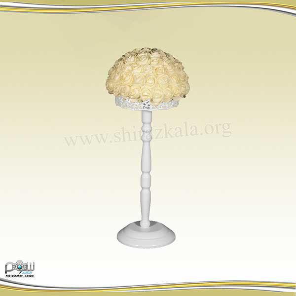 تصویر پایه گل سفید کوتاه با گل رز سفید