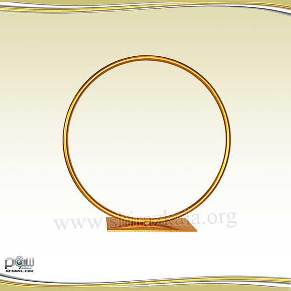 تصویر حلقه گل فلزی طلایی