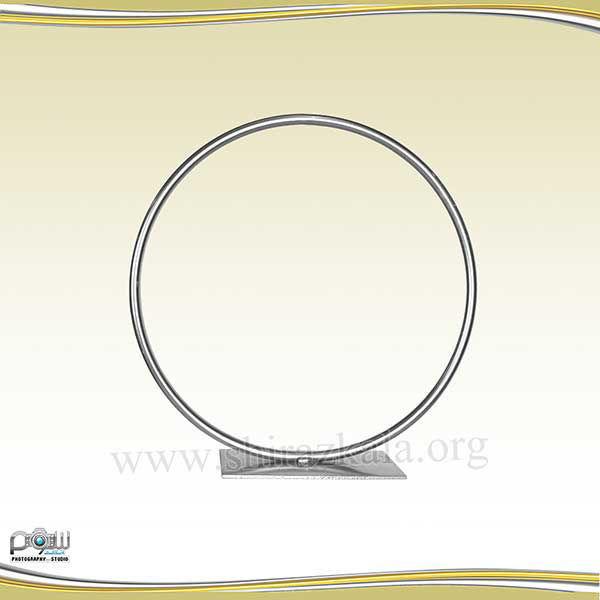 تصویر حلقه گل فلزی نقره ای